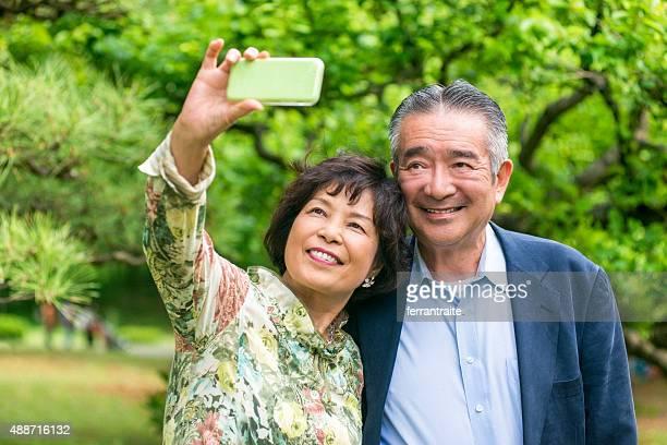 日本の年配のカップル自分撮りを承っております。