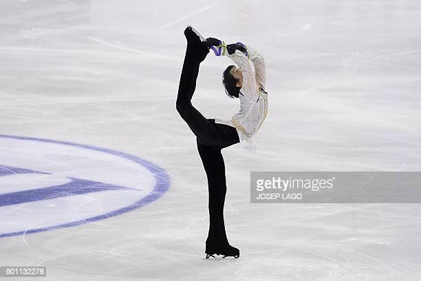 TOPSHOT Japanese skater Yuzuru Hanyu competes during the Men Free skating program at the ISU Grand Prix of Figure Skating Final 2015 in Barcelona on...