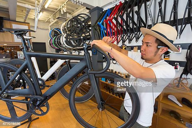 日本の小規模な作業の実業家で、自転車店