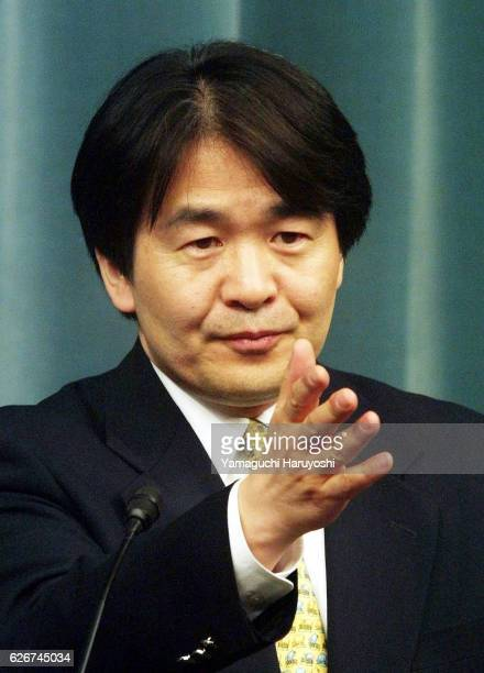Japanese State Minister in charge of Economic and Fiscal Policy and Information Technology Heizo Takenaka speaks to reporter after being elected new...