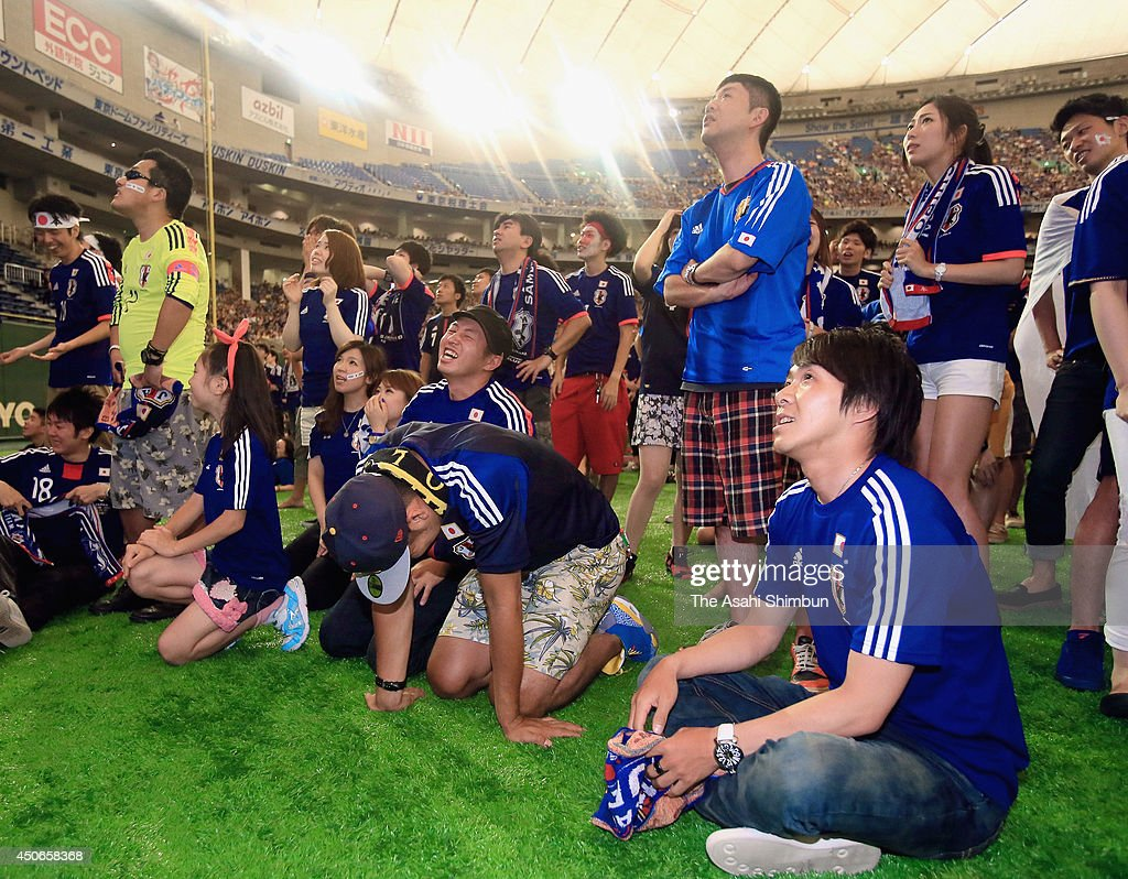 Japanese supporters show dejection as Japan lost to Cote D'Ivoire during the public viewing at the Tokyo Dome on June 15, 2014 in Tokyo, Japan.
