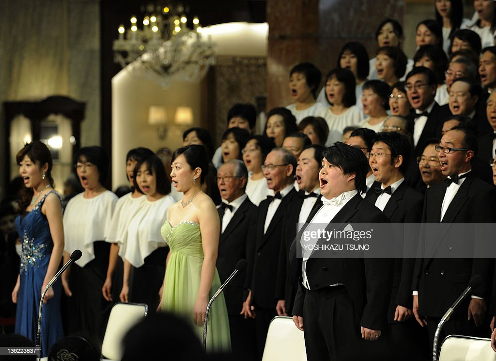 Japanese tenor Naoki Miyazato (C), arto Ayano Matsui (C) and soprano Yui Takahashi (R) and Some 200 members of a local amateur chorus group perform Ludwig Van Beethoven's Symphony No.9 'Choral' during the 27th annual year-end concert at Mitsukoshi Department Store in Tokyo on December 29, 2011. Year-end shoppers enjoyed listening to the music, a tradition at this time of year before the New Year holiday. AFP PHOTO / Yoshikazu TSUNO
