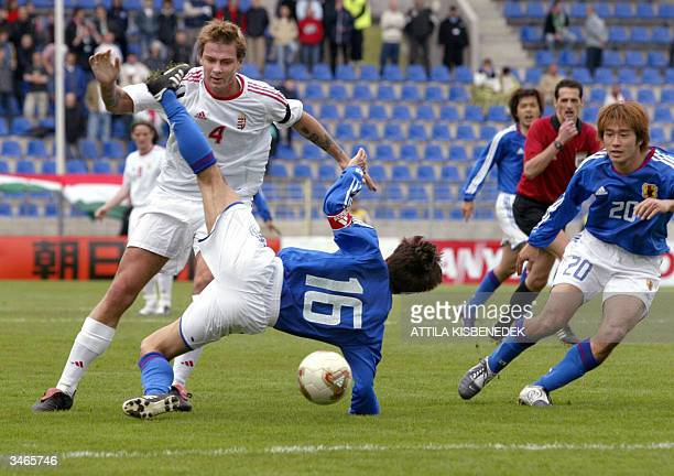 Japanese Toshiya Fujita fights for the ball with Hungarian defender Peter Stark in front of Japanese Keiji Tamada during their friendly match 25...