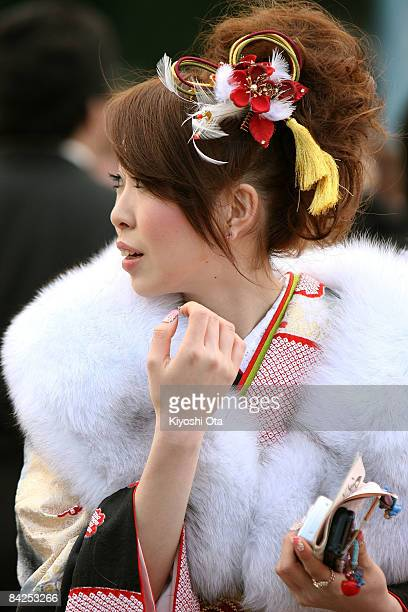Japanese twentyyearold dressed in traditional kimono attends the annual ComingofAge Day ceremony at Toshimaen Amusement Park on January 12 2009 in...