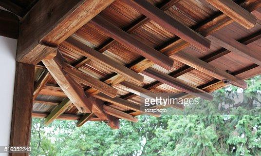 Japanische typische h lzernen dach stock foto getty images for Japanisches dach