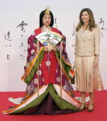 A Japanese woman dressed in an ancient kimono poses with Margarida Sousa Uva wife of EU Commission Chairman Jose Manuel Barroso during a...