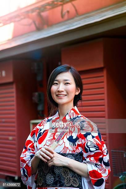 日本の女性、着物である。