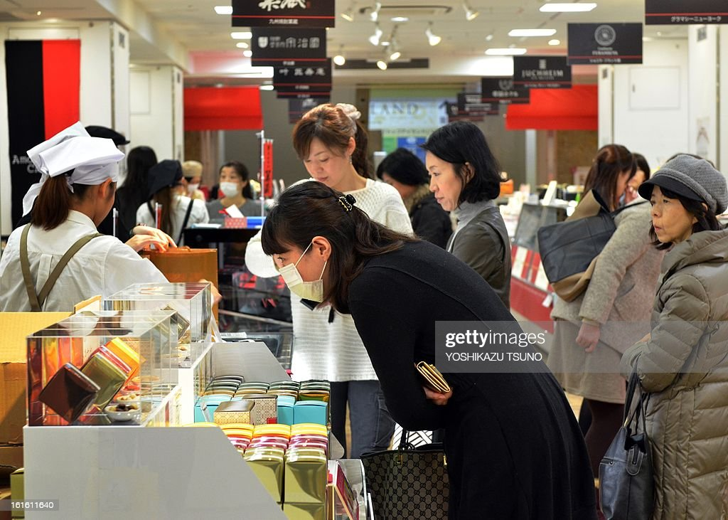 Japanese women buy chocolates at Tokyo's Takashimaya department store on February 13, 2013, one day before Valentine's Day. Japanese women thronged department stores to buy Valentine's Day chocolates boosting a sector worth over 11 billion USD a year. AFP PHOTO / Yoshikazu TSUNO