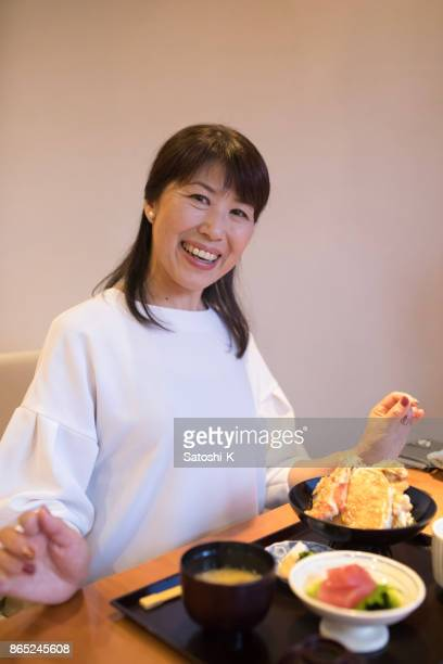 昼食のレストランで日本人女性