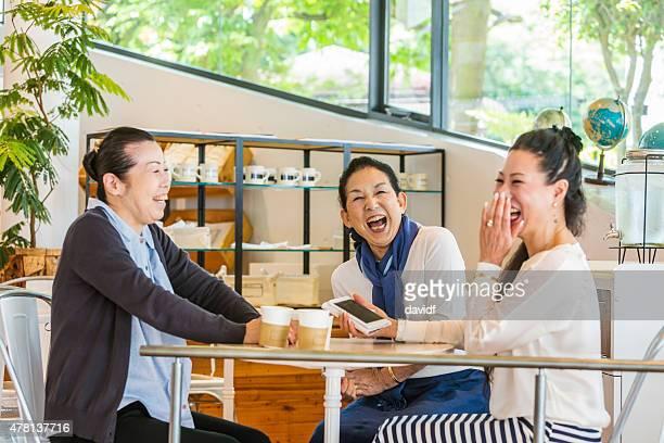 日本の女子笑うのカフェ