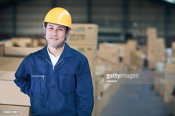 日本の労働者の倉庫