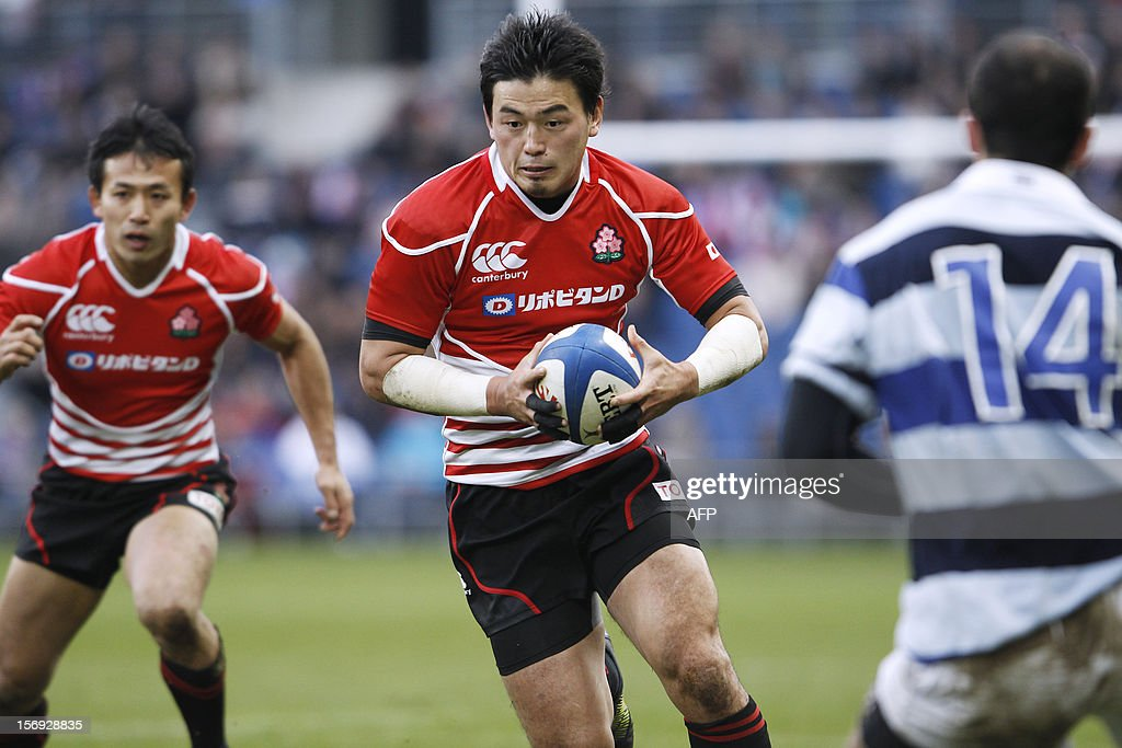 Japan's Ayumu Goromaru (C) runs with the ball during the Rugby Union exhibition match between Barbarian RC and Japan XV at Oceane Stadium, on November 25, 2012, in the northwestern city of Le Havre.