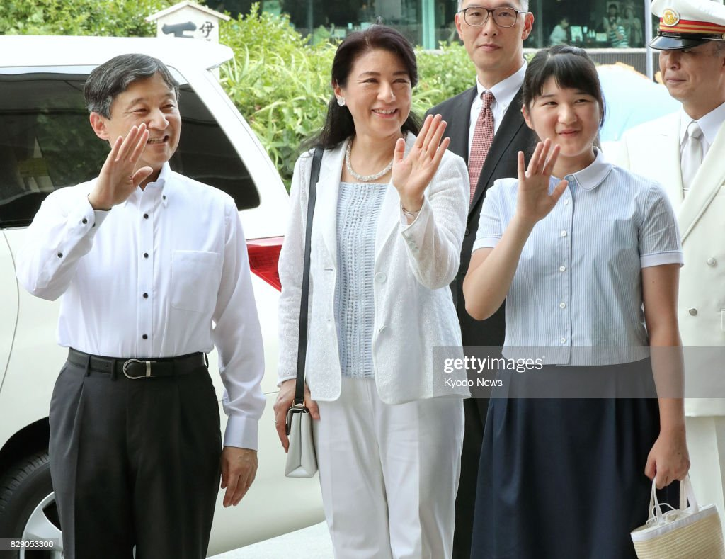 Japan's Crown Prince Naruhito (L), Crown Princess Masako (C) and their daughter Princess Aiko wave to local people as they arrive at Izuky-Shimoda Station in Shimoda, Shizuoka Prefecture, on Aug. 10, 2017. They will stay at Suzaki Imperial Villa on the southern tip of the Izu Peninsula for about a week. ==Kyodo