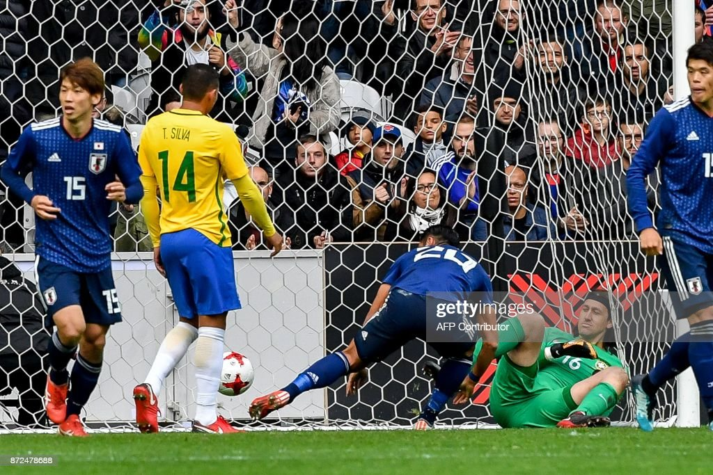 Japan's defender Makino Tomoaki (C) jubilates after scoring a goal during the friendly football match between Japan and Brazil on November 10, 2017 at the Pierre Mauroy Stadium in Villeneuve d'Ascq, northern France. /