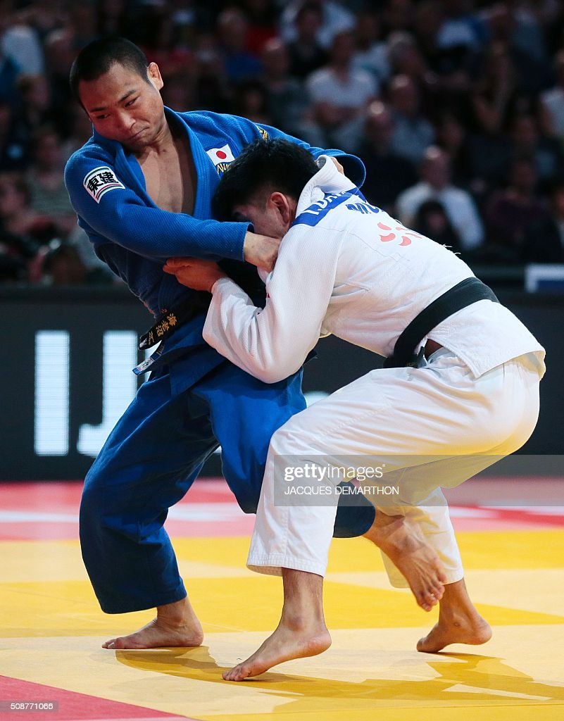 Japan's Ebinuma Masashi (L) competes and wins against Mongolia's Tumurkhuleg Davaadorj during the men's under 66 kg finalof the Paris Grand Slam Judo tournament on February 6, 2016 in Paris. / AFP / JACQUES DEMARTHON
