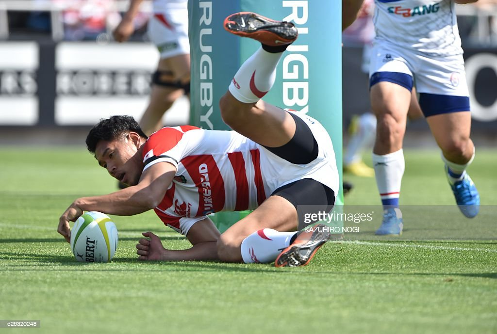 Japan's fly-half Ryohei Yamanaka scores a try against South Korea during their Asian Rugby Championship rugby match in Yokohama on April 30, 2016. / AFP / KAZUHIRO