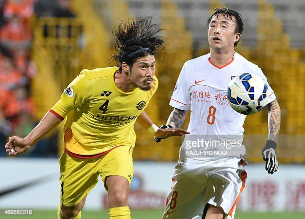Japan's Kashiwa Reysol defender Daisuke Suzuki and China's Shandong Luneng FC forward Wang Yongpo fight for the ball during their AFC Champions...