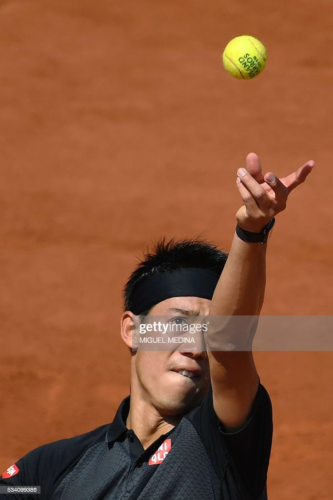 Japan's Kei Nishikori serves the ball to Russia's Andrey Kuznetsov during their men's second round match at the Roland Garros 2016 French Tennis Open in Paris on May 25, 2016. / AFP / MIGUEL