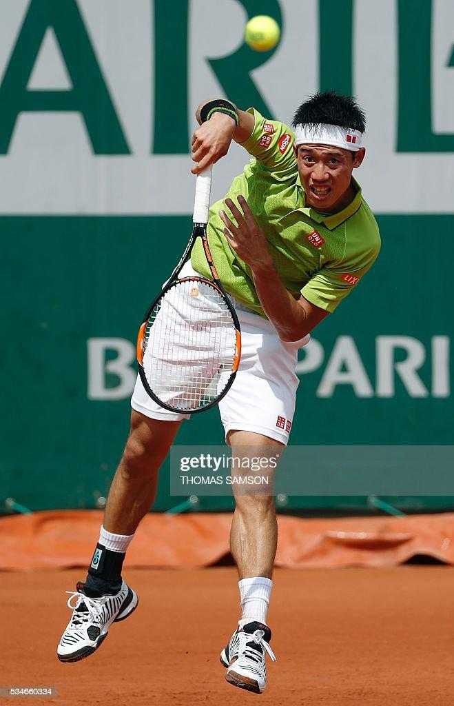 Japan's Kei Nishikori serves the ball to Spain's Fernando Verdasco during their men's third round match at the Roland Garros 2016 French Tennis Open in Paris on May 27, 2016. / AFP / Thomas SAMSON