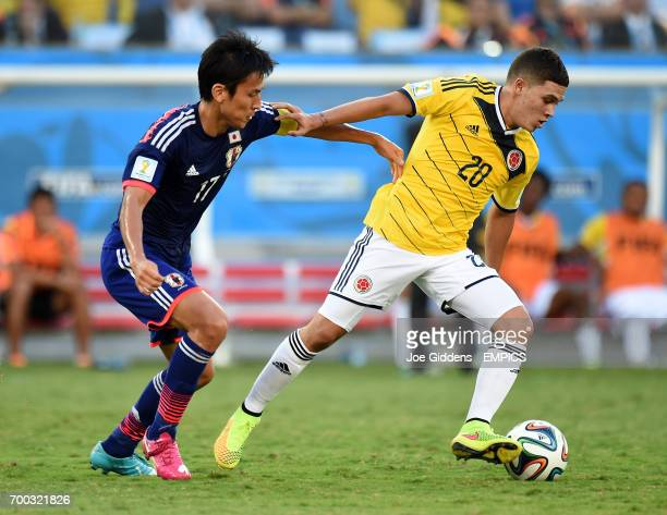 Japan's Makoto Hasebe battles for the ball with Colombia's Juan Quinero