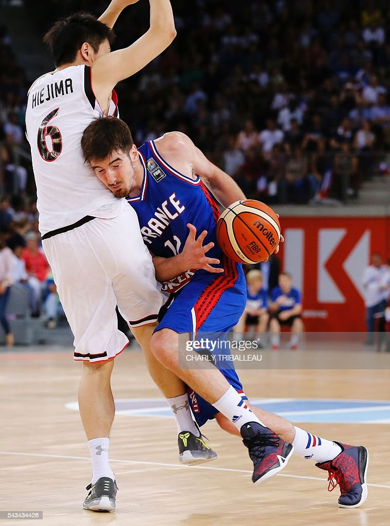 Japan's Makoto Hiejima (L) vies with France's shooting guard Nando De Colo (R) during the friendly basketball match between France and Japan at the Kindarena hall in Rouen on June 28, 2016. / AFP / CHARLY