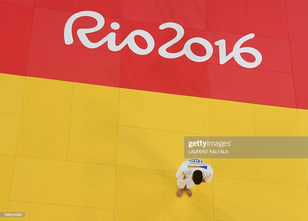 Japan's Mashu Baker bows after he won the men's -90kg judo contest gold medal match of the Rio 2016 Olympic Games in Rio de Janeiro on August 10, 2016. / AFP / Laurent KALFALA