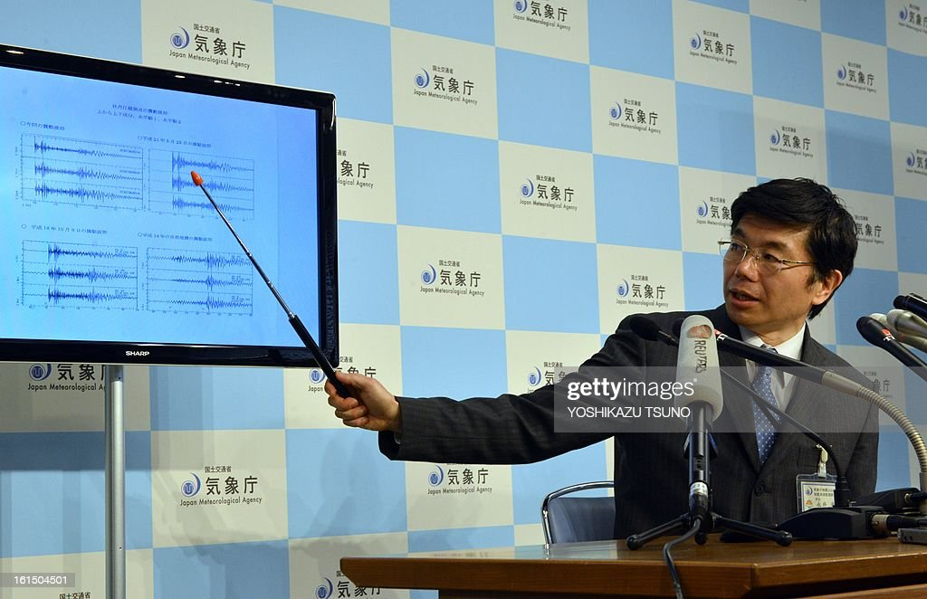 Japan's meteorological agency officer Akira Nagai displays a chart showing seismic activity, (at L top is today's observation result, observed in China) after a North Korean nuclear test, at the agency in Tokyo on February 12, 2013. North Korea confirmed it had 'successfully' carried out an underground nuclear test, drawing immediate condemnation from rival South Korea. AFP PHOTO / Yoshikazu TSUNO
