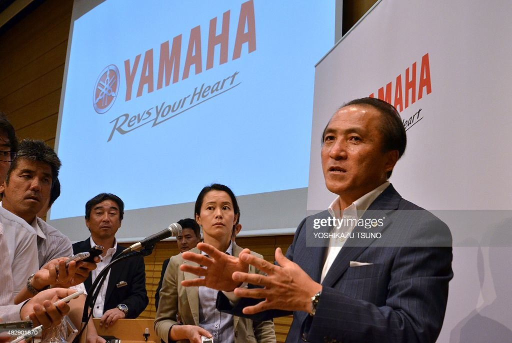Japan's motorcycle giant Yamaha Motor president Hiroyuki Yanagi is surrounded by reporters after he announced the first half financial result in Tokyo on August 4, 2015. Yamaha's net sales increased 8.6 percent to 821 billion yen (6.62 billion USD) and operating income increased 42 percent to 69.7 billion yen (562 million USD) thanks to sales of motorcycles and marine products. AFP PHOTO / Yoshikazu TSUNO