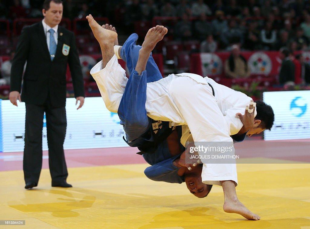 Japan's Nagashima Keita (white) fights against Cuba's Jorge Martinez (blue) on February 10, 2013 in Paris, during the eliminatories of the Men -81kg of the Paris Judo Grand Slam tournament.