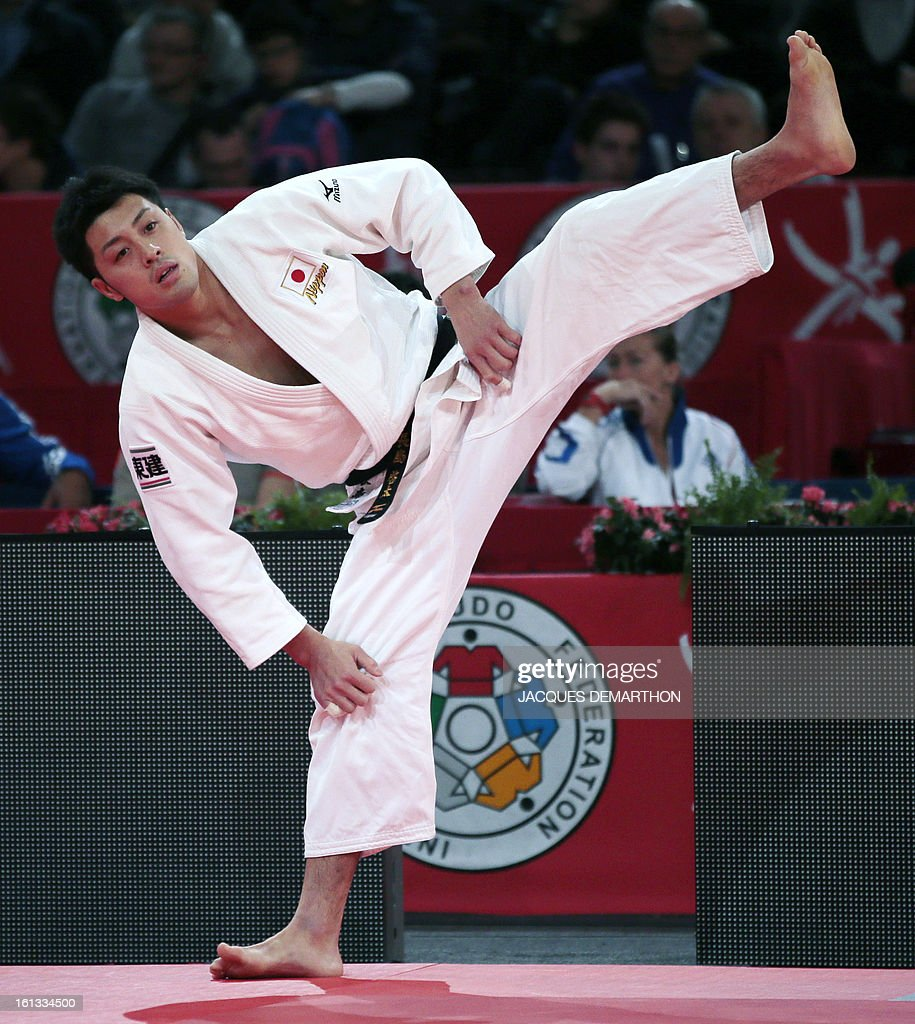 Japan's Nagashima Keita prepares to fight against Cuba's Jorge Martinez on February 10, 2013 in Paris, during the eliminatories of the Men -81kg of the Paris Judo Grand Slam tournament.