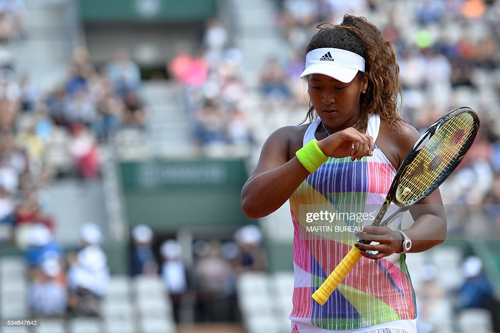 Japan's Naomi Osaka reacts during her women's third round match against Romania's Simona Halep at the Roland Garros 2016 French Tennis Open in Paris on May 27, 2016. / AFP / Martin BUREAU