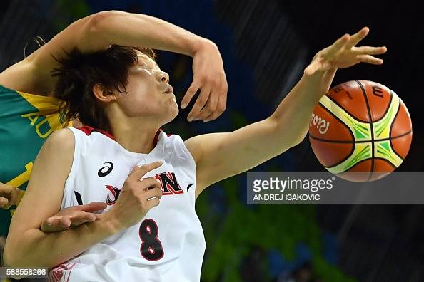 TOPSHOT Japan's power forward Maki Takada and Australia's centre Marianna Tolo fail to catch a rebound during a Women's round Group A basketball...