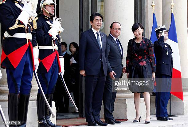 Japan's Prime Minister Shinzo Abe French President Francois Hollande and Abe's wife Akie pose at their arrival at the Elysee palace on May 5 2014 in...