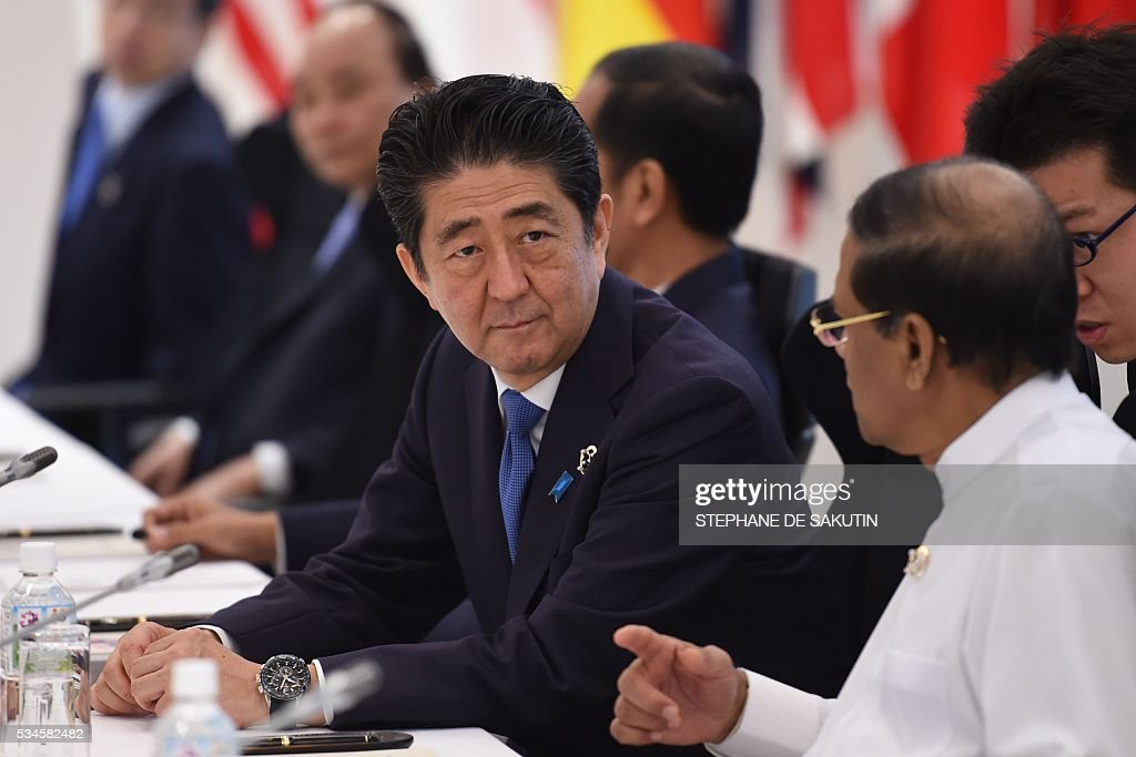 Japan's Prime Minister Shinzo Abe (C) takes part in a dialogue with world leaders at the G7 Summit in Shima in Mie prefecture on May 27, 2016. A British secession from the European Union in next month's referendum could have disastrous economic consequences, G7 leaders warned on May 27 at the close of the summit in Japan. / AFP / STEPHANE