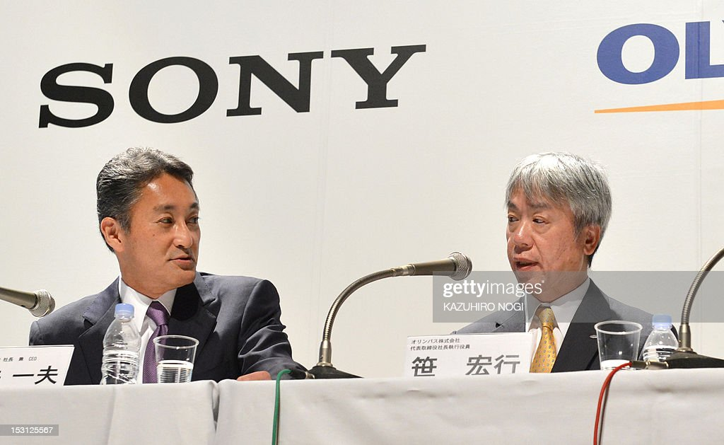 Japan's Sony Corporation President Kazuo Hirai (L) and Olympus Corporation President Hiroyuki Sasa (R) hold a joint press conference in Tokyo on October 1, 2012. Olympus and Sony announced that the two companies have entered into a business alliance agreement and a capital alliance agreement through a third-party allotment of Olympus's common shares to Sony.