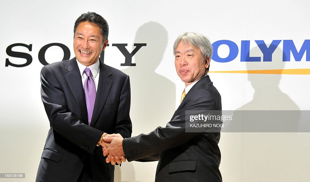 Japan's Sony Corporation President Kazuo Hirai (L) shakes hands with Olympus Corporation President Hiroyuki Sasa (R) after their joint press conference in Tokyo on October 1, 2012. Olympus and Sony announced that the two companies have entered into a business alliance agreement and a capital alliance agreement through a third-party allotment of Olympus's common shares to Sony.
