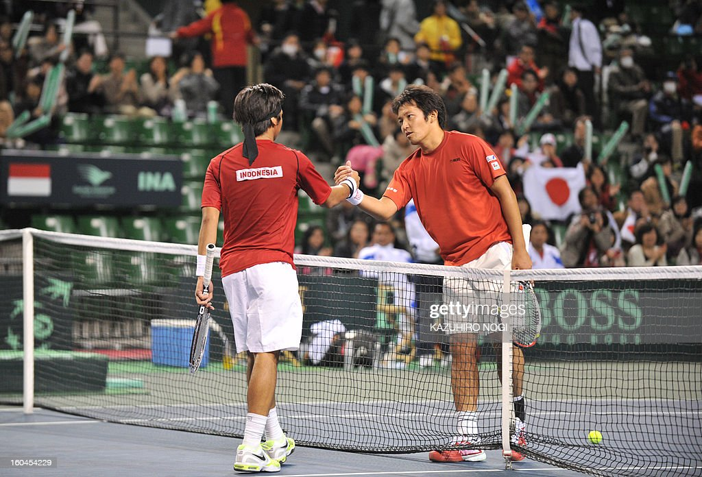 Japan's Tatsuma Ito (R) shakes hands with Indonesia's Christopher Rungkat after their men's singles match at the Davis Cup Asia-Oceania Zone Group I tie in Tokyo on February 1, 2013. Ito won the match 6-2, 6-2, 6-4.