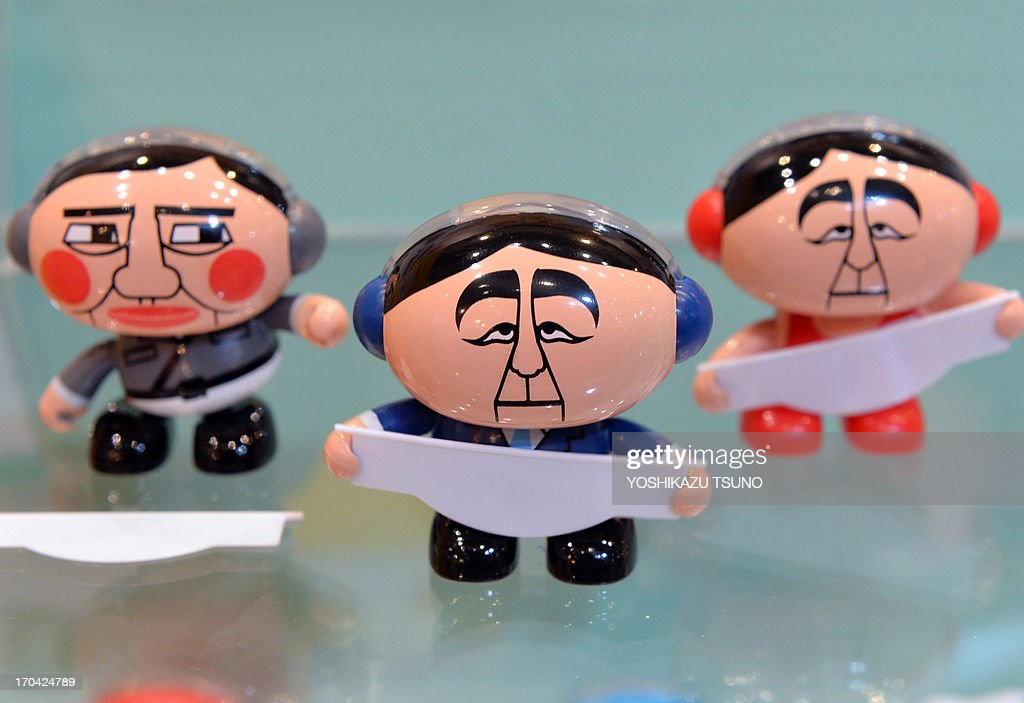Japan's toy maker Dreams Come True displays 'SwingPets Abebot' doll toys depicting Prime Minister Shinzo Abe and his party LDP Secretary General Shigeru Ishiba (L) swinging their bodies called 'SwingPets Abebot' at the annual International Tokyo Toy Show in Tokyo on June 13, 2013. Some 150 Japanese and foreign toy makers are exhibiting their latest products at the four day trade show. AFP PHOTO / Yoshikazu TSUNO