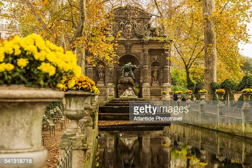 Jardin stock photo getty images - Fontaine jardin du luxembourg ...