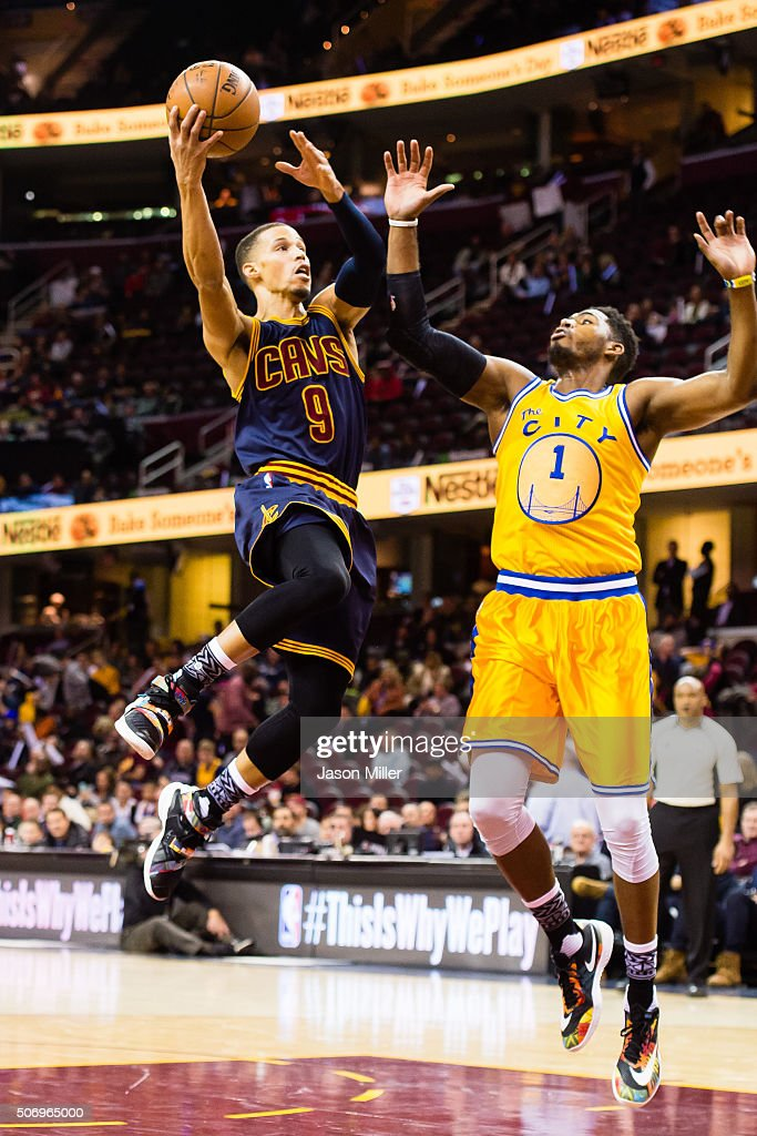 <a gi-track='captionPersonalityLinkClicked' href=/galleries/search?phrase=Jared+Cunningham&family=editorial&specificpeople=6549470 ng-click='$event.stopPropagation()'>Jared Cunningham</a> #9 of the Cleveland Cavaliers shoots while under pressure from <a gi-track='captionPersonalityLinkClicked' href=/galleries/search?phrase=Jason+Thompson+-+Jogador+de+basquete&family=editorial&specificpeople=5570844 ng-click='$event.stopPropagation()'>Jason Thompson</a> #1 of the Golden State Warriors during the second half at Quicken Loans Arena on January 18, 2016 in Cleveland, Ohio. The Warriors defeated the Cavaliers 132-98.