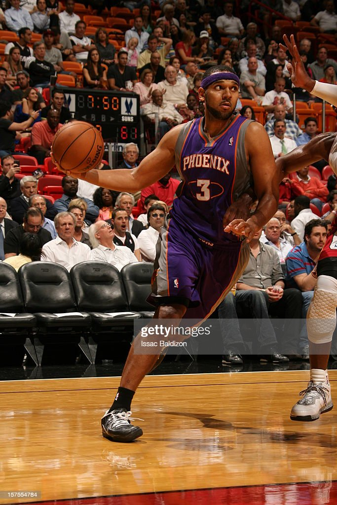 <a gi-track='captionPersonalityLinkClicked' href=/galleries/search?phrase=Jared+Dudley&family=editorial&specificpeople=224071 ng-click='$event.stopPropagation()'>Jared Dudley</a> #3 of the Phoenix Suns drives to the basket against the Miami Heat during a game on November 5, 2012 at American Airlines Arena in Miami, Florida.