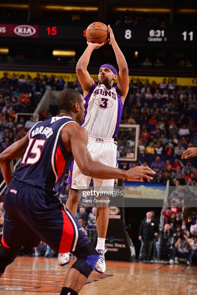 Jared Dudley #3 of the Phoenix Suns shoots against Atlanta Hawks on March 1, 2013 at U.S. Airways Center in Phoenix, Arizona.