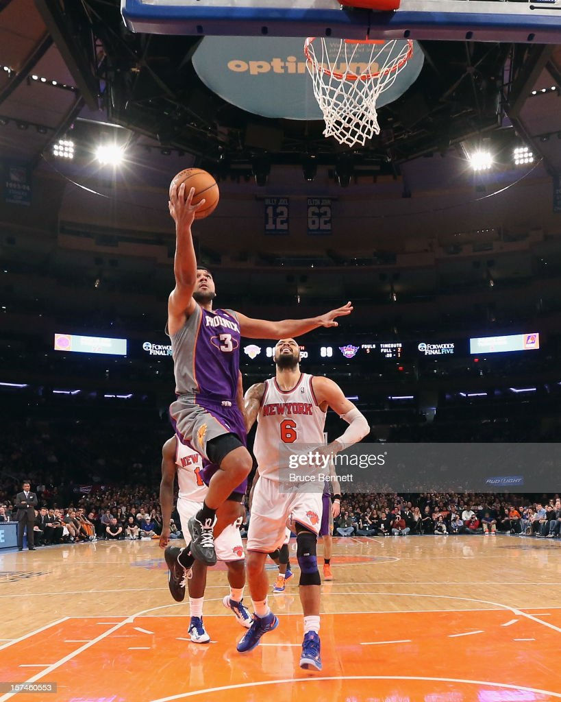 Jared Dudley #3 of the Phoenix Suns takes the shot against the New York Knicks at Madison Square Garden on December 2, 2012 in New York City.