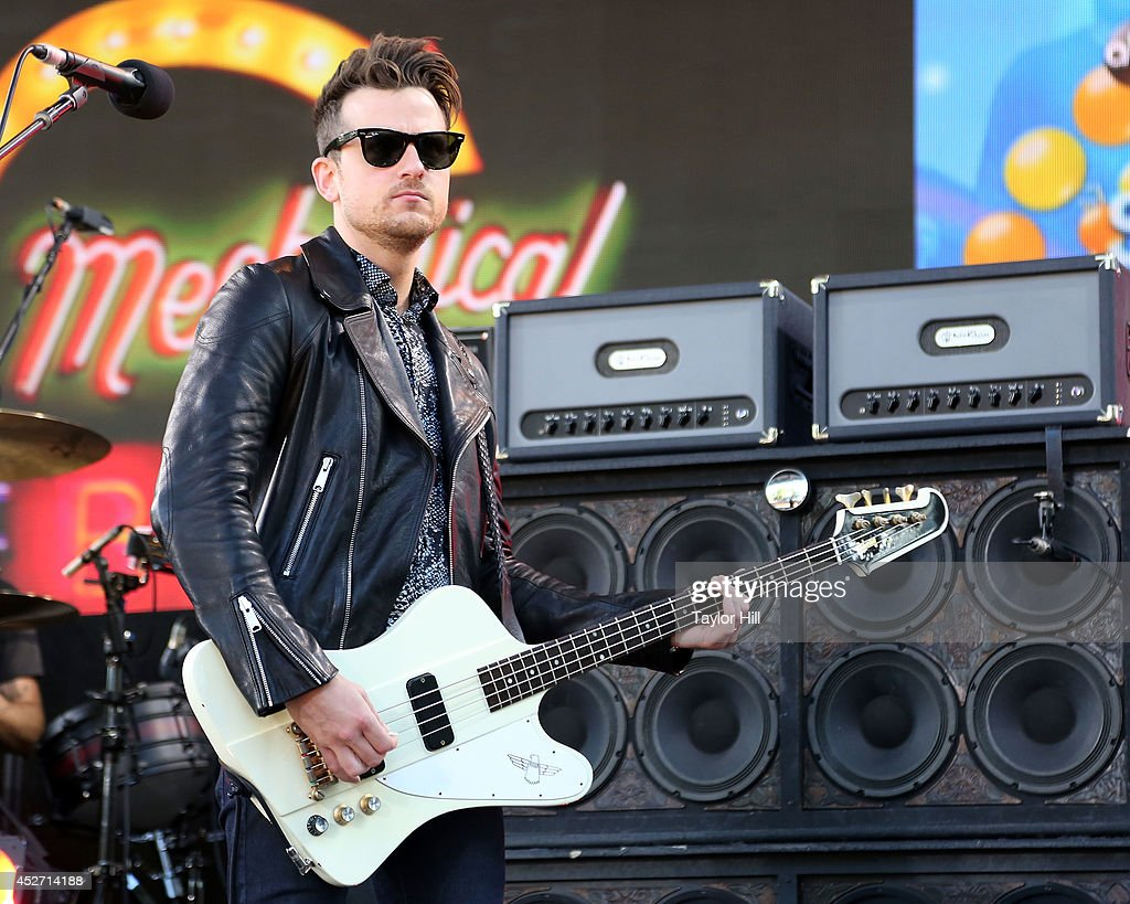 <a gi-track='captionPersonalityLinkClicked' href=/galleries/search?phrase=Jared+Followill&family=editorial&specificpeople=215031 ng-click='$event.stopPropagation()'>Jared Followill</a> of Kings of Leon performs on ABC's 'Good Morning America' at Rumsey Playfield, Central Park on July 25, 2014 in New York City.