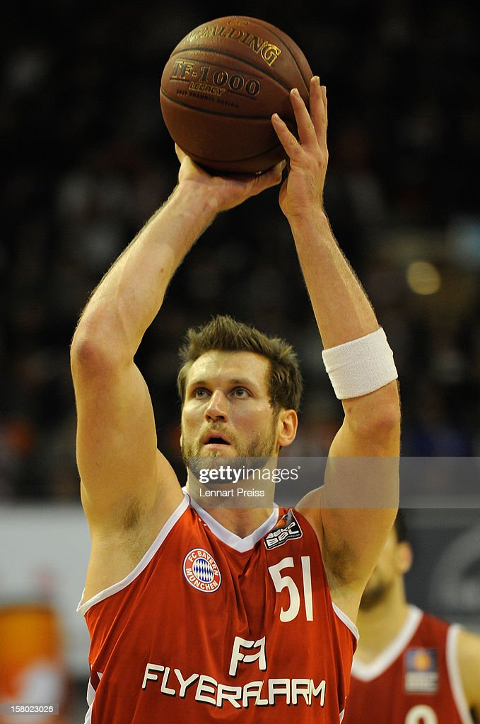 <a gi-track='captionPersonalityLinkClicked' href=/galleries/search?phrase=Jared+Homan&family=editorial&specificpeople=227226 ng-click='$event.stopPropagation()'>Jared Homan</a> of Muenchen shoots during the Beko Basketball match between FC Bayern Muenchen and Telekom Baskets Bonn at Audi-Dome on December 9, 2012 in Munich, Germany.