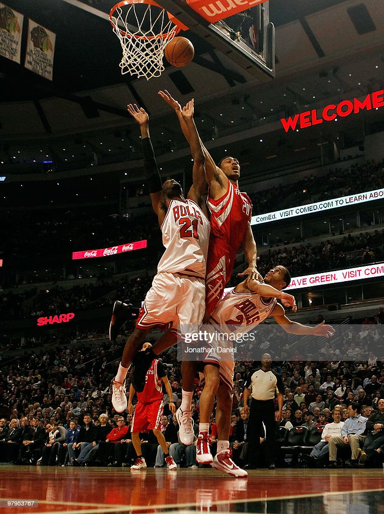 Jared Jefferies of the Houston Rockets tries to put up a shot between Hakim Warrick and Jannero Pargo of the Chicago Bulls at the United Center on...