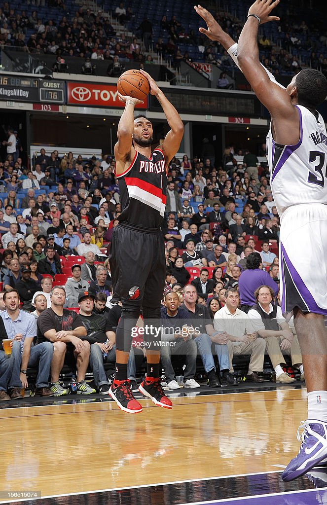 Jared Jeffries #1 of the Portland Trail Blazers shoots the ball over Jason Thompson #34 of the Sacramento Kings on November 13, 2012 at Sleep Train Arena in Sacramento, California.