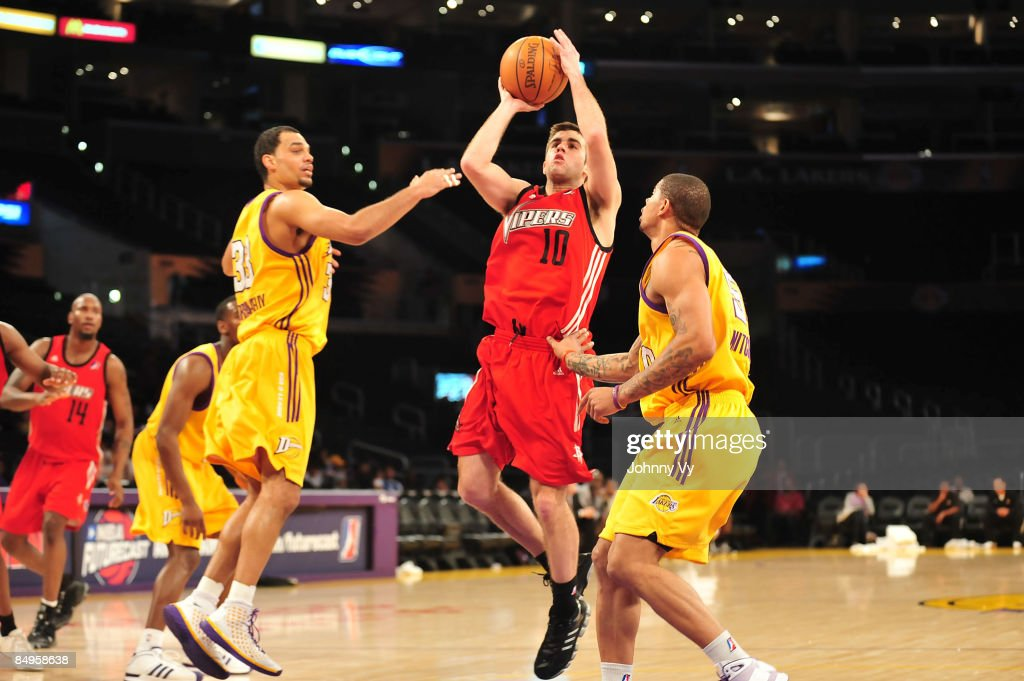 Jared Jordan of the Rio Grande Valley Vipers shoots between Ryan ForehanKelly and Dwayne Mitchell of the Los Angeles DFenders at Staples Center on...