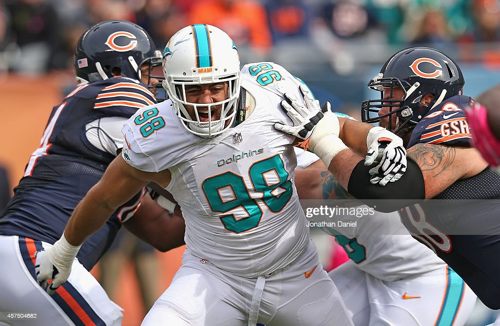 Jared Odrick #98 of the Miami Dolphins rushes past Matt Slauson #68 of the Chicago Bears at Soldier Field on October 19, 2014 in Chicago, Illinois. The Dolphins defeated the Bears 27-14.