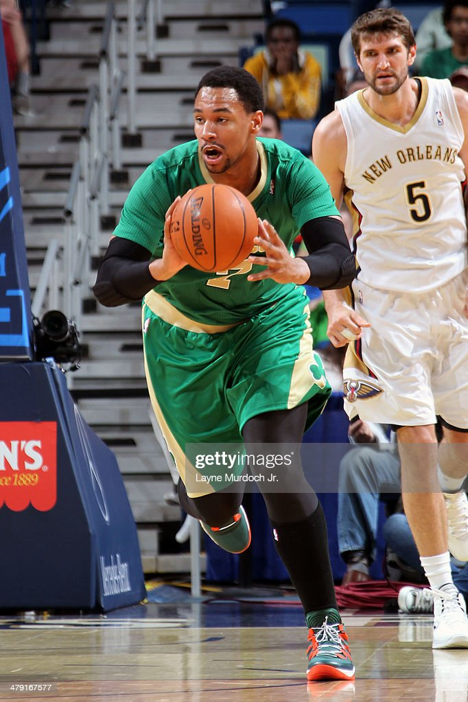 <a gi-track='captionPersonalityLinkClicked' href=/galleries/search?phrase=Jared+Sullinger&family=editorial&specificpeople=6866665 ng-click='$event.stopPropagation()'>Jared Sullinger</a> #7 of the Boston Celtics passes the ball up the court against the New Orleans Pelicans during an NBA game on March 16, 2014 at the Smoothie King Center in New Orleans, Louisiana.